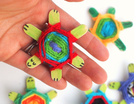 Weaving Cute Baby Turtles - Easy Popsicle Crafts for Kids